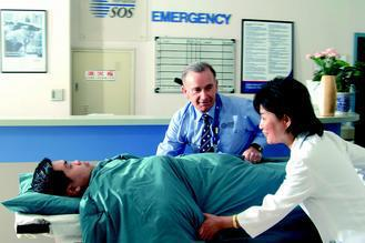 國際SOS緊急救援組織調查發現,民眾海外就醫前三大障礙,是「不知如何溝通陳述病況...