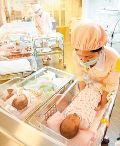 幼兒趴睡猝死案例仍時有耳聞。台灣兒科醫學會強烈建議,一歲以下嬰兒應仰睡,絕不可趴...