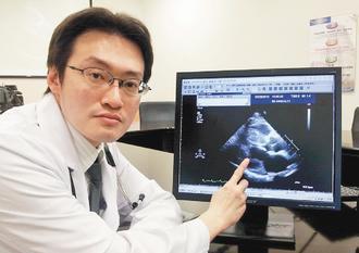 雙和醫院心臟內科主治醫師賴志泓表示,林姓患者經超音波診斷發現心臟肌肉厚達2公分。...