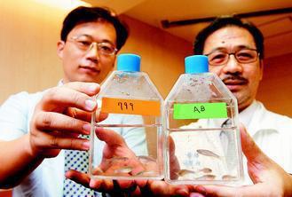 馬偕醫院小兒遺傳科主任林達雄(右)與中原大學生物科技系助理教授蕭崇德(左),成功...