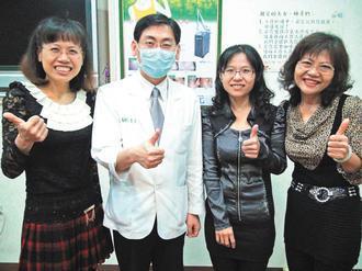 江家「三朵花」─江淑玫(左一)、江明珠(右二)及母親曾月英(右一)減重成功,感謝...