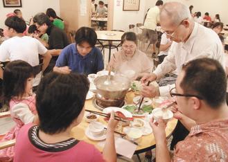 很多民眾冬天愛吃麻辣鍋驅寒,中醫師建議最好視個人體質,食材上也可多增添蔬菜均衡一...