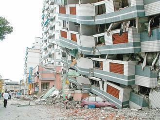 四川上周發生強烈地震,造成多人傷亡,也喚起許多國人對九二一大震的記憶,圖為當時雲...