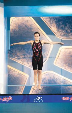 台灣藝人阿雅日前參加大陸跳水節目,還被好友小S公開虧「整形過不是不能參加嗎?」,...