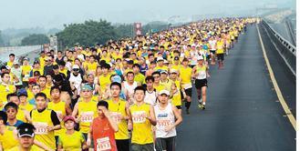 跑步時膝蓋承受重量約是體重的5倍,60公斤的人一腳踩下去,等於承受300公斤的力...