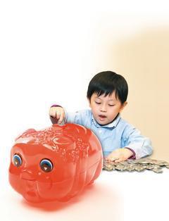 將讀小一的安安,每次看到喜歡的玩具,總是要求爸媽、阿公阿嬤買給她,如果不買,安安...