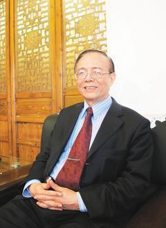 南華大學校長林聰明靠靜坐紓壓養生,也把「正念靜坐」列為南華大學的必修通識課。 記...