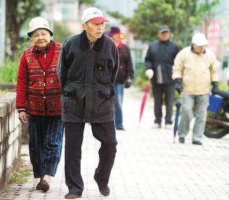 一份美國的長期研究指出,只要每周多走一點路,就能減少50%髖關節骨折的風險,研究...