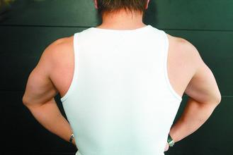 為了變身肌肉男,有些人自行購買口服的荷爾蒙藥物,想要增加肌肉質量,但荷爾蒙可能讓...