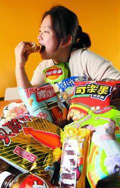 醫界保守估計近四成國人有肥胖問題,台灣肥胖症衛教防治學會研擬立法課徵「高糖飲食捐...