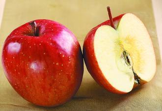 蘋果上了蠟 你敢吃嗎?報系資料照