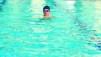 考選部長董保城年輕時即養成泳游習慣,至今不輟。 圖/董保城提供