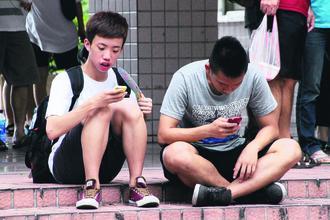 隨著手機、平板普及,國人黃斑部病變已有年輕化趨勢。報系資料照