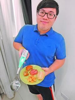 使用智慧湯匙取菜,可控制份量與熱量。台灣流行病學學會/提供