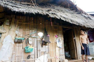 傳統阿卡族種植旱稻,住的是簡易茅草屋。 林以君攝