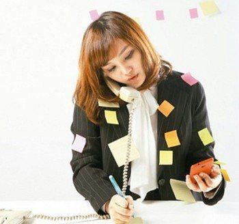 上班族經過一整天的忙碌,經常在後頸或眉間產生痠痛不舒服感。 記者陳立凱/攝影