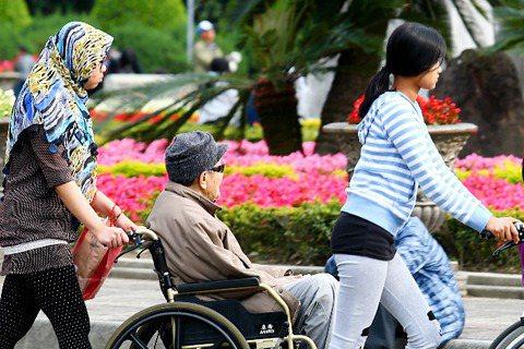 「長期照顧服務法」是神法案?可保你晚年平安?