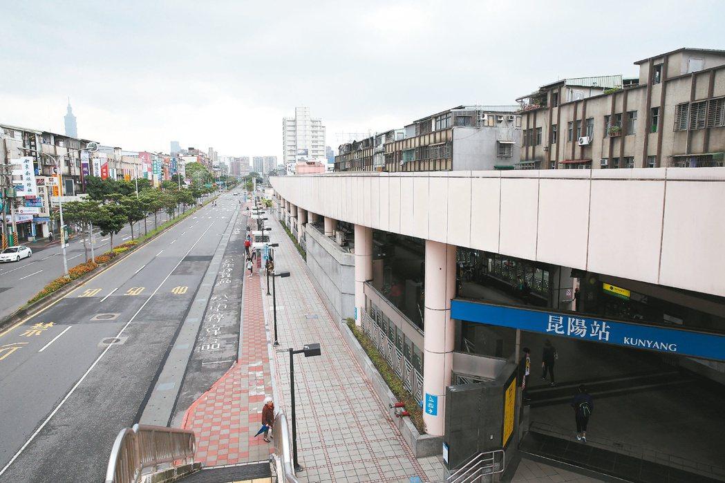 圖為昆陽站周邊街景。 記者曾吉松/攝影