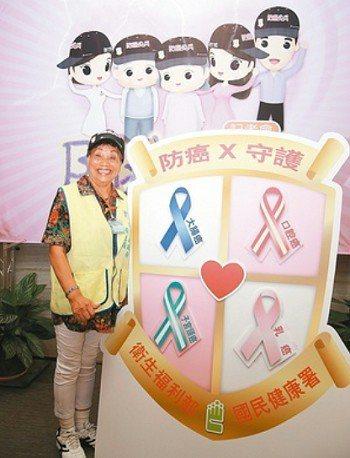 78歲的吳阿嬤大方分享罹癌經驗,成為新竹縣新豐鄉的癌篩活招牌。 圖/國健署提供