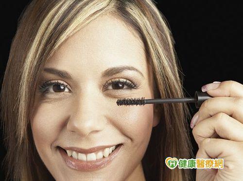 睫毛膏沒卸乾淨 當心引發「紅眼病」