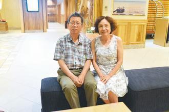 廖基元醫師(左)一路走來,太太始終支持他。圖/門諾醫院提供
