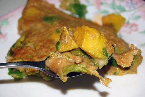 將酪梨裹在蛋汁裡油煎,便是一道簡易的家常酪梨料理。 圖片來源╱台灣好食材 Foo...