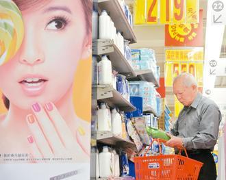 含焦油成分的洗髮精,恐有致癌風險,醫師建議消費者,選購前要看清楚成分。 報系資料...