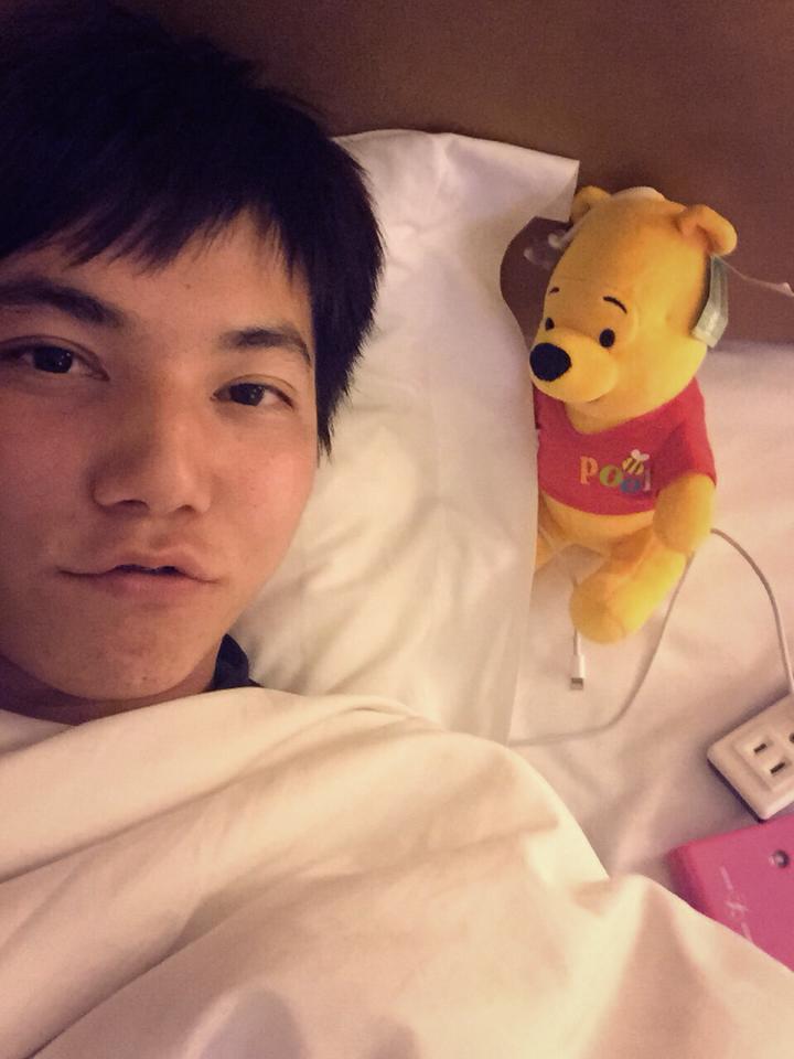 私下的他,很愛跟熊熊入鏡! 圖片來源/郭俊麟 Chun-Lin KUO 粉絲團