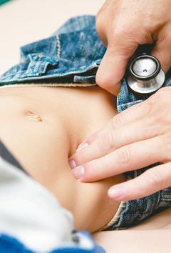 急性闌尾炎是年輕人、兒童常見的腹部外科急症,早期症狀不一定很明顯,再加上發燒、腹...