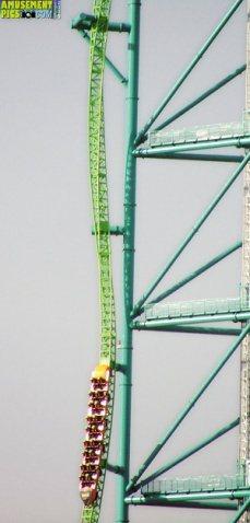 Kingda Ka的垂直旋轉軌道,恐怕也是最能刺激尿道的一段! 圖片來源/ 网易