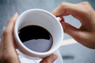 美國研究團隊追蹤八萬人喝咖啡狀況,發現每天喝300cc咖啡的人,可降低糖尿病風險...