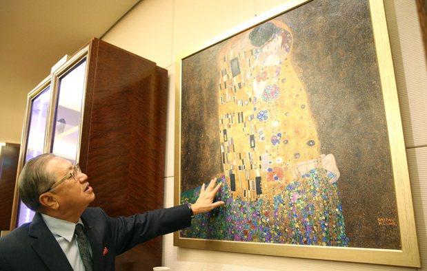 駱錦明談起藝術收藏,有著無比的熱情和動力。 記者林澔一/攝影