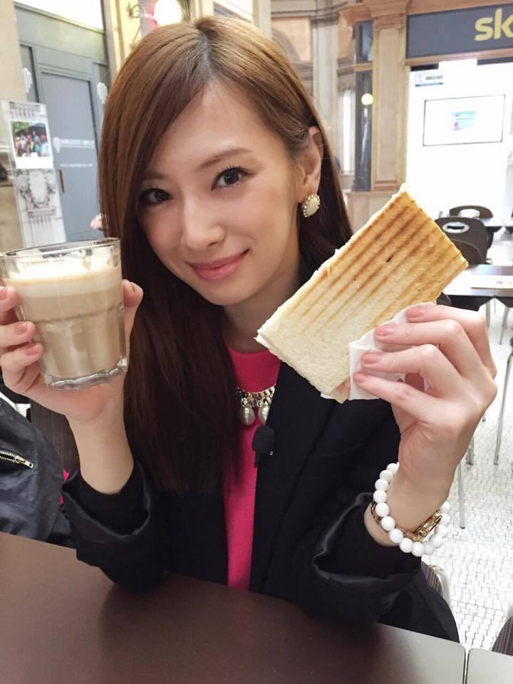 正妹吃什麼都賞心悅目 圖片來源/ forum2