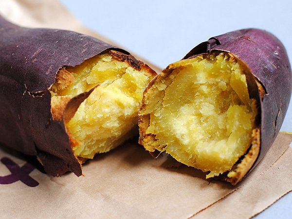 吃地瓜等於放屁,因此在正妹NG食物上榜。 圖片來源/mery
