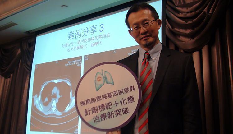 王金洲說,晚期肺腺癌治療已有不同「武器」,可為患者訂做個人化治療策略。記者謝...