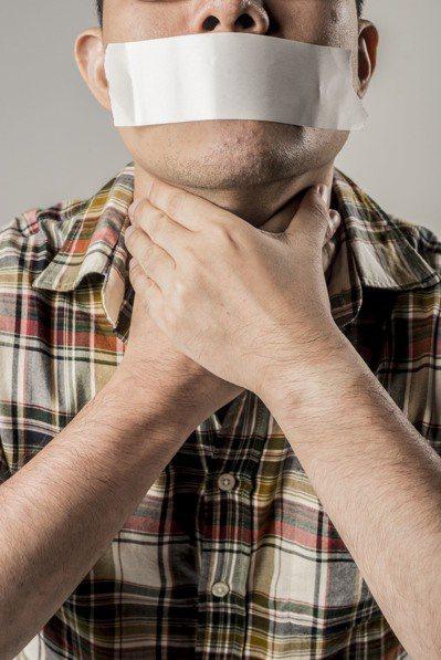 多位名人因食道癌病逝,有的人恐慌到認為是不是以後都不能喝熱的了? 記者陳立凱╱攝...