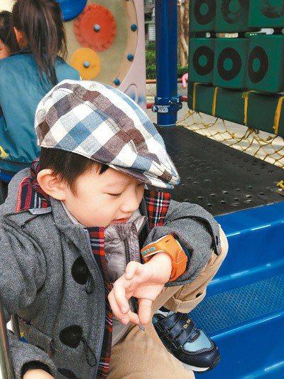 Omate Kid Fit可透過App查看孩子位置,並具備雙向通話功能。 圖/O...