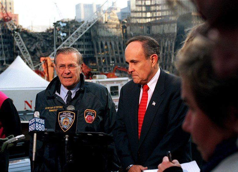 時任紐約市長朱利安尼(右)。 圖/維基共享