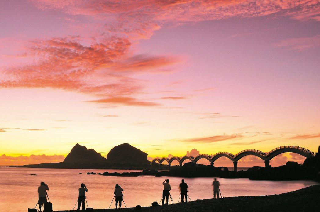 三仙台曙光美不勝收,是台灣本島欣賞跨年第一道曙光的好所在。 圖/東管處提供