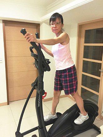 林靜芸在家會使用滑步機運動。 圖/林靜芸提供