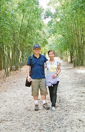 疾管署副署長莊人祥與太太到郊外踏青,期待2015年可以多與太太一起運動。 圖/莊...