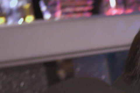 偶像團體「Lollipop@F」成員阿緯演出中視、中天「鋼鐵之心」艷福不淺,拍攝一場夜店打鬥戲,劇組安排他在一陣混亂中不小心臉撞女客人胸部,戲播出後,不少網友羨慕,忍不住想問阿緯:「到底塞了多少錢給...