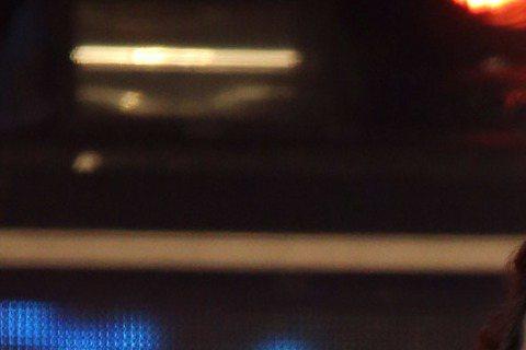 台北市跨年晚會,朱俐靜台上連唱3首歌,觀眾沒發現,無論是熱歌勁舞,還是深情款款,她兩腿都在原地動作,原因是她右膝受傷積水,事前赴醫院抽出80c.c.血水,一度無法行走,唱片公司曾勸她考慮是否繼續演出...