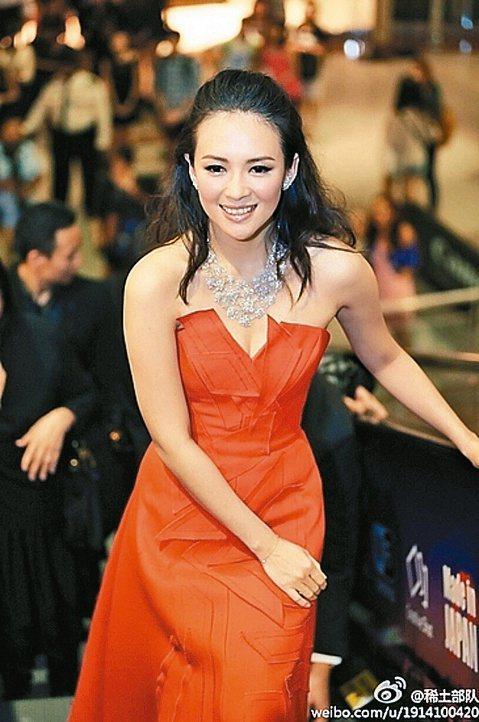 章子怡和汪峰戀情真的快修成正果了,她日前接受訪問時,表示「一代宗師3D」版之後她就不再拍動作片,因為她已經36歲,「總要成家生孩子,女孩子要多為自己想一些。」