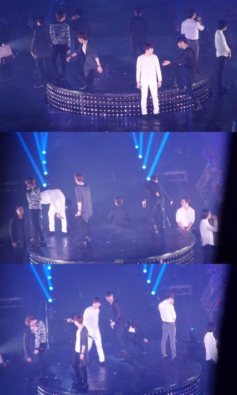 Super Junior前天在泰國開唱,這次不僅希澈忘了上升降台,而是大家都恍神啦!粉絲將SJ出糗的一幕幕都給拍下來,畫面中當升降台升起時,部份成員匆忙上台,部份成員依舊沉浸在表演的氣氛中,渾然不知...