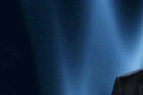 身為導演、演員、製片又關心公共事務的喬治柯隆尼,領取金球獎「終身成就獎」。喬治柯隆尼首度與新婚妻子阿默阿拉穆汀出席金球獎,台上的他兼具理性和感性,既向聲援法國「查理周刊」支持言論自由者致意,也大方放...