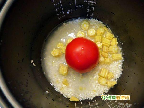 番茄煮了營養高 整個番茄飯爆紅