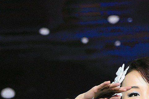 台灣第一美女蕭薔日前在人民大會堂萬人大禮堂為大陸最大的國際美容機構莎蔓莉莎慈善晚會獻舞。舞名為「珍世.天境」,與2015慈善年曆同名。在練舞的過程中美腿多處瘀傷,但大美人笑著說:「做有義意的事,瘀青...