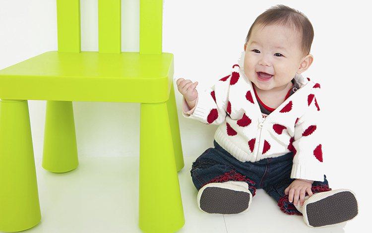 寶寶剛學會站,父母的喜悅無法言喻。下一步就要開始學走路了,孩子走路怪怪的買矯正鞋...