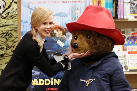 根據英國暢銷書改編的家庭喜劇「柏靈頓: 熊愛趴趴走」(Paddington Bear)16日北美上映。妮可基嫚(Nicole Kidman)片中飾演一心想把柏靈頓熊殺死放入博物館的反派。但她受訪時表...